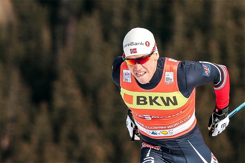 Pål Golberg går ut først av de norske løperne med startnummer 2. Foto: Modica/NordicFocus.