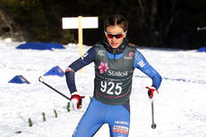 Karianne Olsvik Dengerud på vei mot gull på 7,5 kilomter fri teknikk i yngste dameklasse under Junior-NM i Harstad 2017. Foto: Erik Borg.