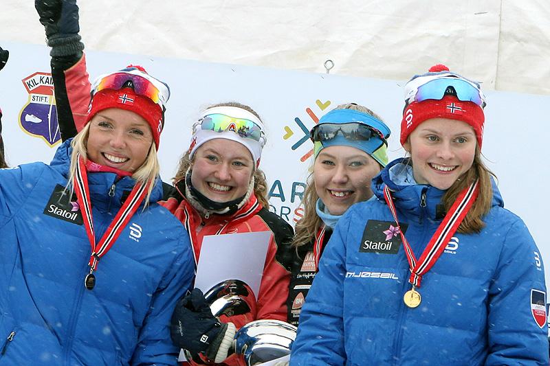 Opplands vinnerlag fra damestafetten under Junior-NM i Harstad 2017. Fra venstre: Marte Mæhlum Johansen, Tuva Bakkemo, Marthe Lindmoen og Mathilde Myhrvold. Foto: Erik Borg.