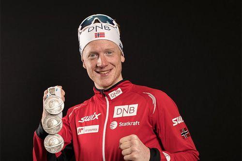 Johannes Thingnes Bø med medaljer fra VM i skiskyting i Hochfilzen 2017. Foto: NordicFocus.
