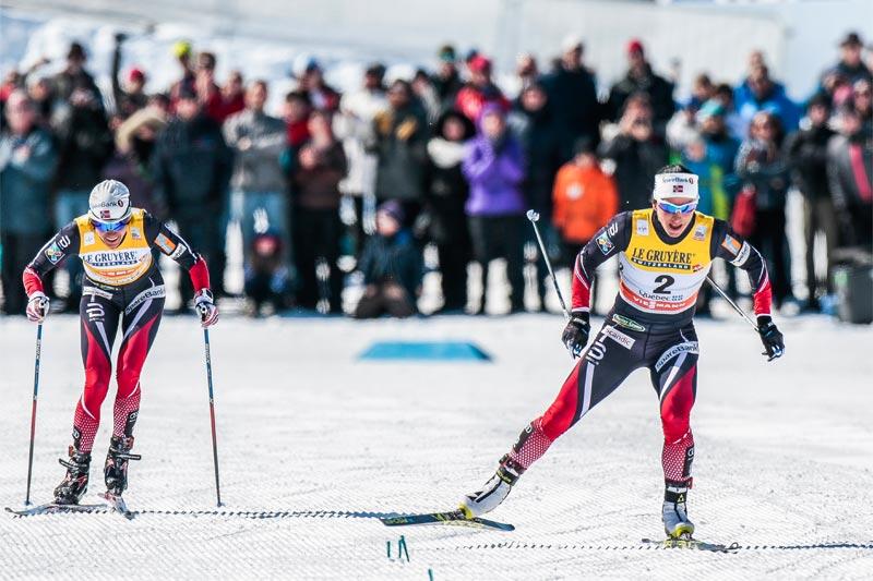 Damenes spurtoppgjør i verdenscupfinalens jaktstart som avsluttet minitouren i Québec 2017. FV: Heidi Weng (1. plass) og Marit Bjørgen(2). Foto: Modica/NordicFocus.