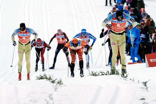 Spurten i Årefjällsloppet 2016, der Johan Kjølstad (startnummer 5) gikk til topps. Foto: Magnus Östh/Visma Ski Classics.