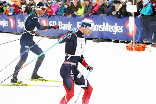 Sjur Røthe går inn til seier i Haukelirennet 2017. Arrangørfoto.