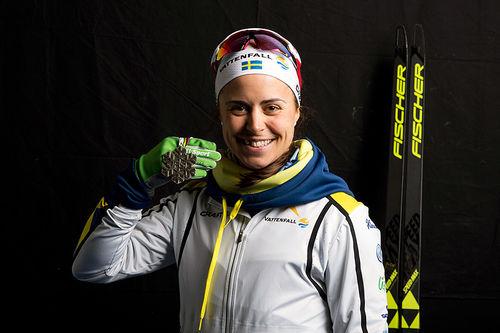 Anna Haag med sølvmedaljen fra stafett under VM i Lahti 2017. Foto: Modica/NordicFocus.
