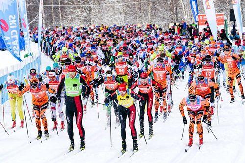 Starten har akkurat gått i Årefjällsloppet 2017. Foto: Magnus Östh/Visma Ski Classics.