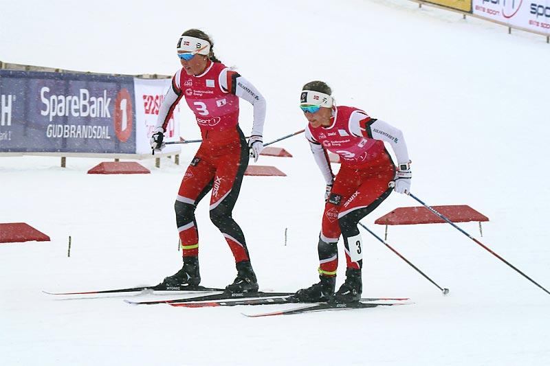 Lotta og Tiril Udnes Weng underveis i lagsprinten på Gålå i forbindelse med NM del 2 i 2017. Foto: Erik Borg.