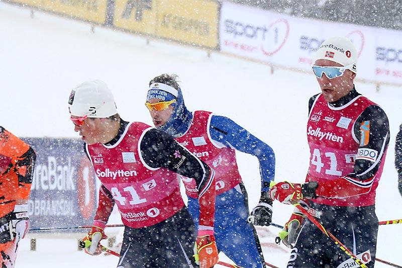 Didrik Tønseth sender Johannes Høsflot Klæbo ut på en av sine etapper for Byåsen IL under NM lagsprint på Gålå 2017. Foto: Erik Borg.