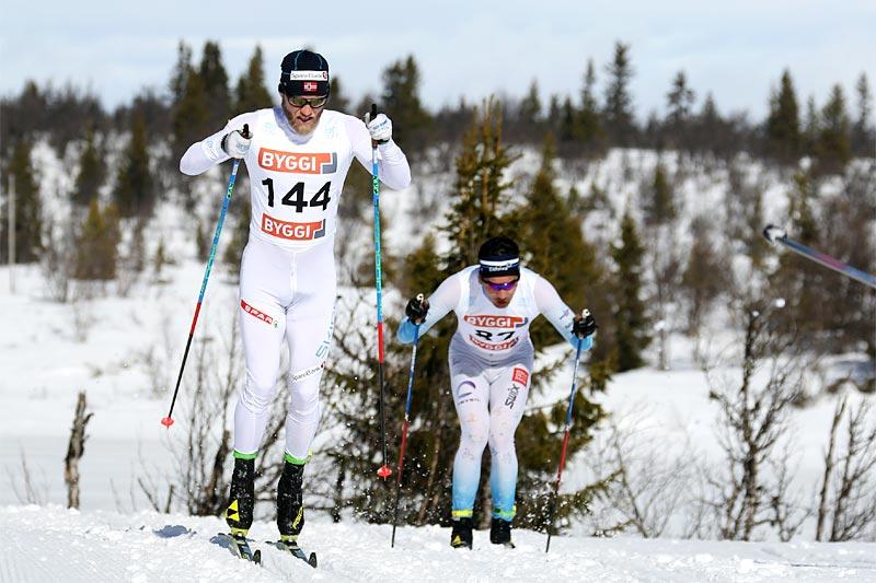 Martin Johnsrud Sundby trøkker på på sin vei mot et fullstendig overlegent NM-gull på Gålå 2017. Foto: Erik Borg.