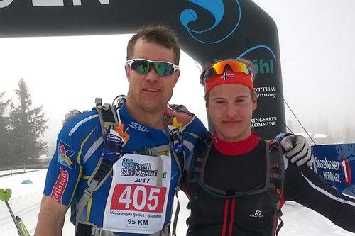 Håvard Hansen (tv) og Kjetil Tyrom ble nummer 1 og 2 i den 95 km lange utgaven av Lillehammer Troll Ski Marathon 2017. Arrangørfoto.