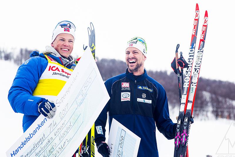 Johannes Høsflot Klæbo (t.v.) og Ludvig Søgnen Jensen møttes til duell i finalen av Fjälltopphelgens Supersprint 2017. Det endte med seier til Jensen. Foto: Adam Johansson/www.adamediamedmera.se.