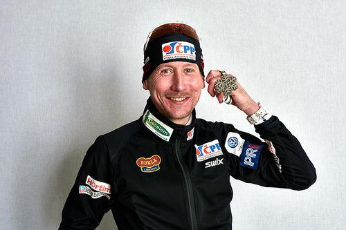 Lukas Bauer med sølvmedaljen fra femmila under VM i Falun 2015. Foto: NordicFocus.