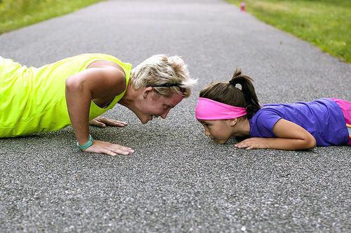 Et innholdsrikt familieliv trenger ikke å holde deg tilbake fra å nå dine treningsmål. Du må bare trene smart. Foto: Creative Commons/Pixabay.com.