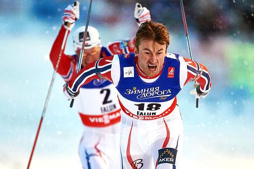 Petter Northug er en av flere Meråker-studenter som har raket inn mesterskapsmedaljer. Her suser han inn til sprintgull under VM i Falun 2015. Foto: NordicFocus.
