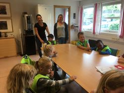 Førskolebarn besøker rådhuset