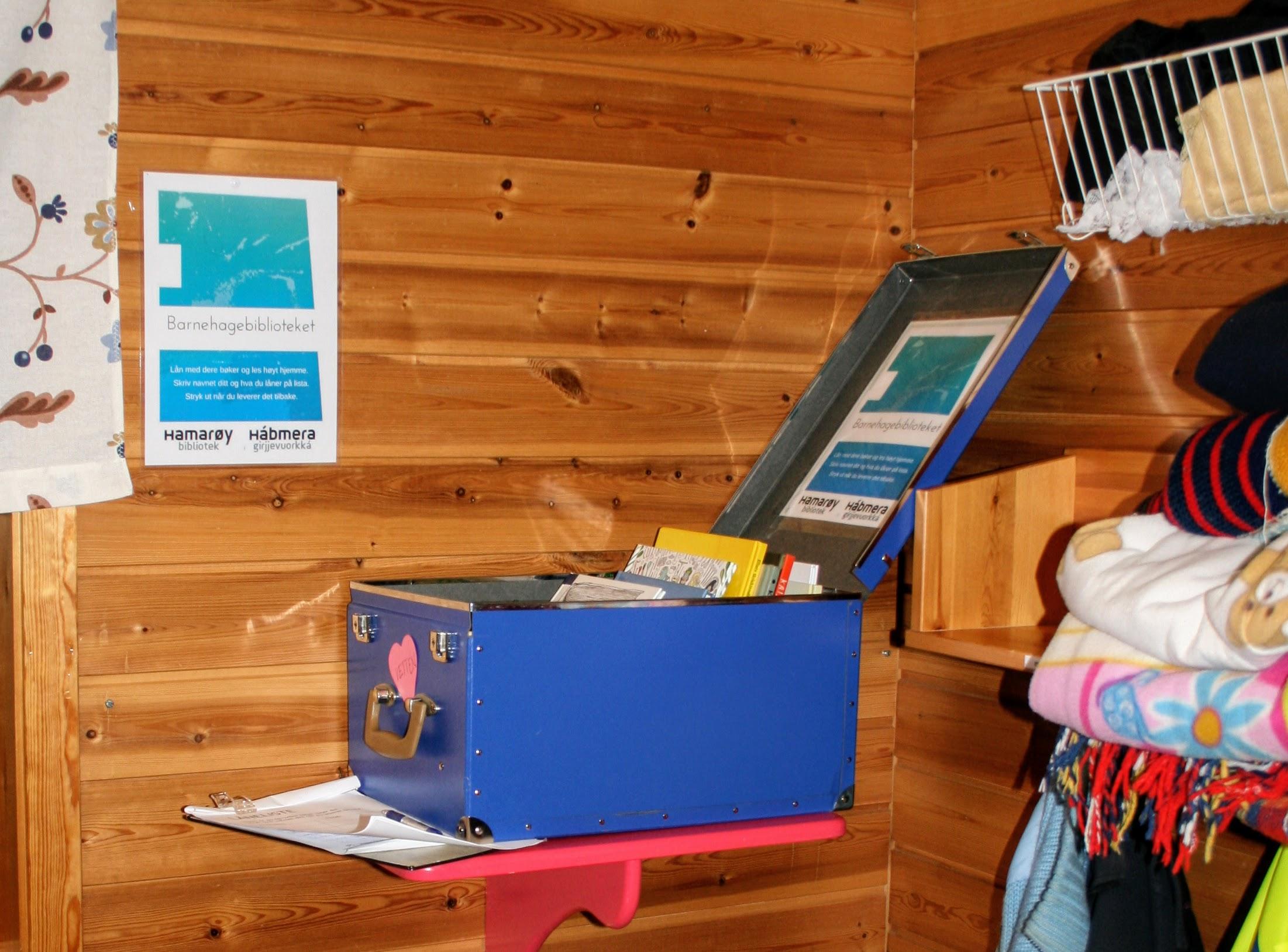 Bokkasse i barnehagebiblioteket i Marielund barnehage