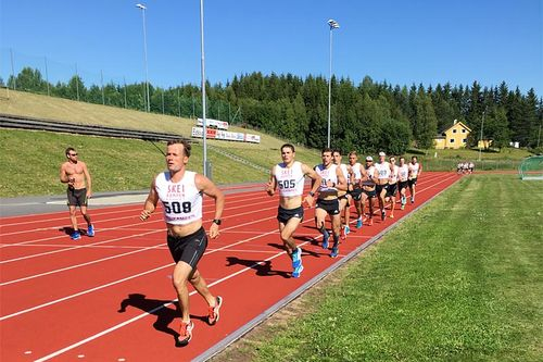 Friidrettsbanen er gull verdt for effektive økter. Her er det Russlands landslag som løper på Segelstad Bru mellom Lillehammer og Skeikampen i Oppland forrige sommer. Foto: Stian Grønås.