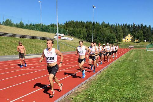 Russlands landslag løper 3000 meter test på Segelstad Bru mellom Lillehammer og Skeikampen i Oppland en tidligere sommer. Foto: Stian Grønås.