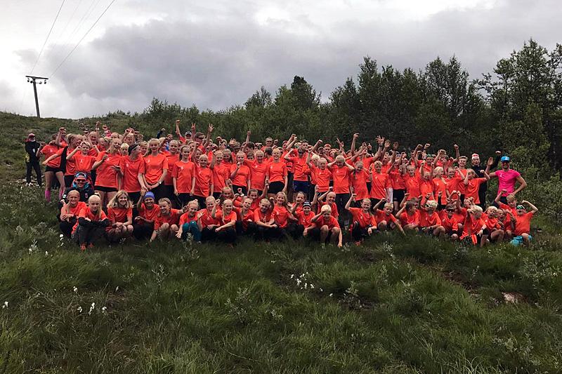 Deltakere på første uke av Odd-Bjørn Hjelmeset Bama Sommerskiskole 2017. Arrangørfoto.