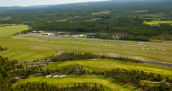 Flybilde av Ole Reistads luftsportssenter på Starmoen i Elverum kommune