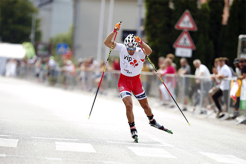 Ludvig Søgnen Jensen i aksjon under verdenscupen på rulleski en tidligere sesong. Foto: Flavio Becchis/Universo Nordico.