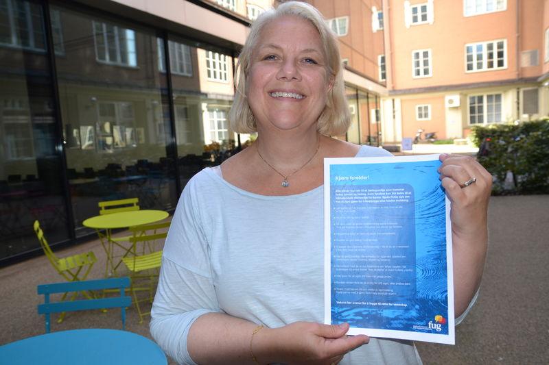 Gunn Iren Müller med inkluderingsplakat (Foto:FUG)