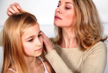 Mor og barn grer hår.JPG