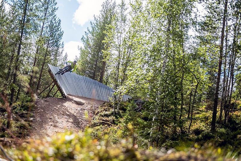 Den nye stien, Redneck, vil også ha wallrides. Dette er fra stien French Moustache i Gullia. Foto: Vegard Breie.