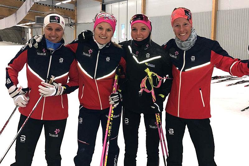 Lotta Udnes Weng (f.v.), Mari Eide, Marte Mæhlum Johansen og Silje Øyre Slind på samling med rekruttlandslaget i svenske Torsby. Foto: Privat.