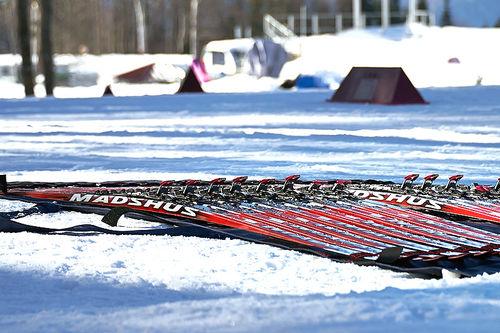 Det kan forekomme stikkeprøver, men stort sett baserer fluorforbudet seg på at folk er ærlige om hva de har under skiene. Foto: NordicFocus.