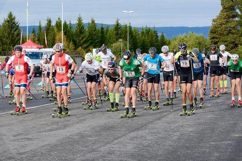 Starten har akkurat gått for tidens første utgave av Lillehammerrennet søndag 17. september 2017. Foto: Stein B. Olsen.