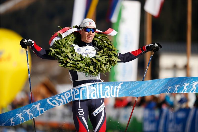 Anders Gløersen i mål som vinner av Gsiesertal Lauf 2017. Arrangørfoto.
