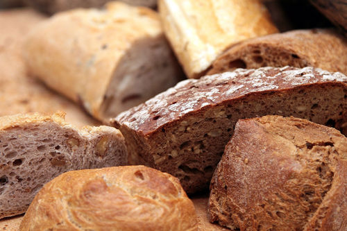 Langsomme karbohydrater får du blant annet fra grove kornvarer og fullkornsprodukter. Foto: Creative Commons/Pixabay.com.