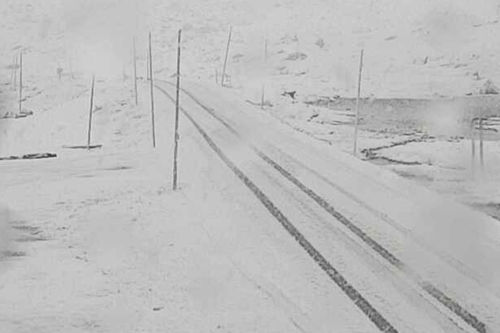 Mye snø på Sognefjellet onsdag formiddag. Skjermdump fra webkamera ved Sognefjellshytta onsdag 20. september 2017.