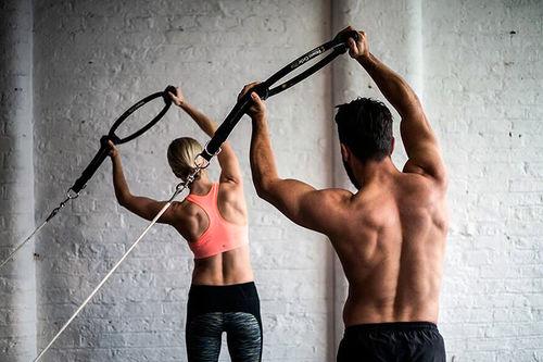 Trening med partneren kan være positivt for relasjonen, med noen gode forholdsregler. Foto: Runway Pilates/Flickr.com.
