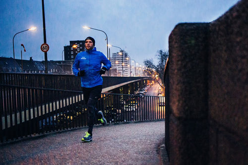 Et godt tips er å prøve å få unnagjort treningen tidlig på morgenen før jobb, eller transporttrening til jobb. Foto: Christian Siedler/Flickr.com.