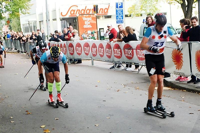 Jens Eriksson sikrer seg seieren i spurten av det 90 km lange Klarälvsloppet foran John Kristian Dahl. Foto: Sigmund Hov Moen.