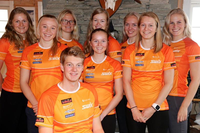 Løpere til Team Synnfjell sin allround-satsing sesongen 2017-2018. Foto: Gamlestølen.