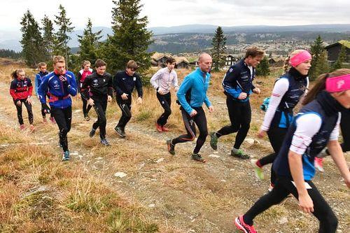 Team Vestmarka ute i trening på sin høstsamling hos Hafjell Mosetertoppen i oktober 2017. Teamfoto.