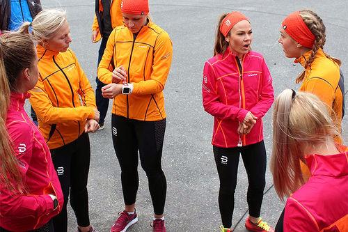 Et knippe løpere gjør seg klar for Dæhlie Test Run. Foto: Dæhlie.