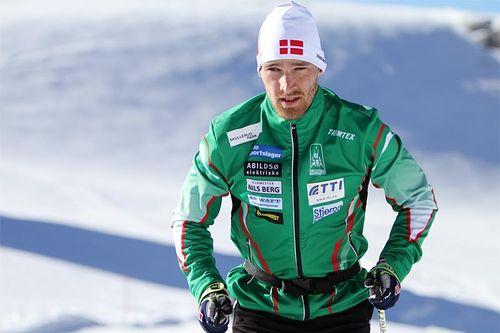 Lasse Hulgaard i Rustad ILs klubbjakke. Foto: Team Oslo Sportslager - Rustad IL.