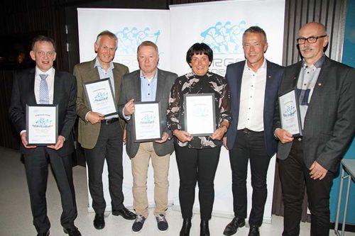 Fra venstre: Harald K. Johnsen, Harald Linga, Bjørn Sørli, Barbro Kvåle, Torbjørn Skogstad (leder langrennskomiteen) og Erik Andresen. Foto: Norges Skiforbund.