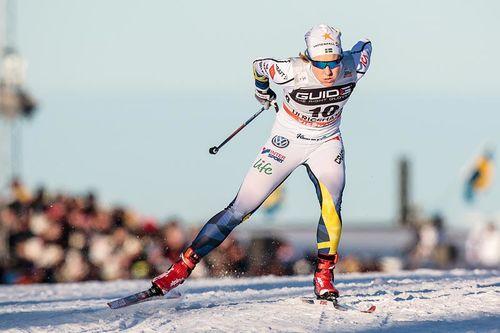 Hanna Falk ute i løypene under verdenscupen i Sverige og Ulricehamn vinteren 2017, fremover blir disse løypene tracket med GPS av Längdspår.se, som er søster til Løyper.net. Foto: Modica/NordicFocus.