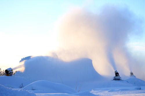 Snøkanoner produserer tidligsnø i Trysil en tidligere vinter. Foto: Ole P. Tangnæs/Trysilfjell Hytter.