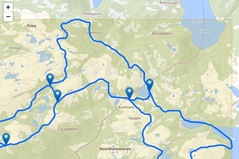 Her ser vi flere skilt markert med egne klikkbare symboler rett i kartbildet hos Løyper.net. Grafikk: Løyper.net.