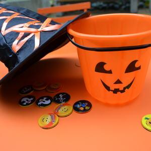 Halloween orange bord og rekvisitter