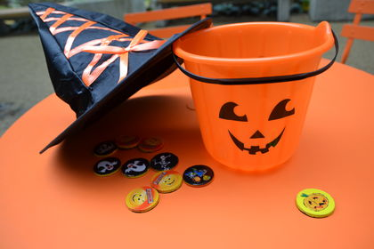 Halloween orange bord og rekvisitter