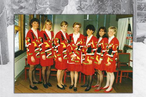 Fra boka Skibygda Trysil - Slit og glede, av Thor Gotaas: Norske løpere under VM i Falun i 1993. Fra venstre: Marianne Dahlmo, Kari Uglem, Inger Helene Nybråten, Trude Dybendahl, Elin Nilsen, Inger Lise Hegge og Anita Moen.