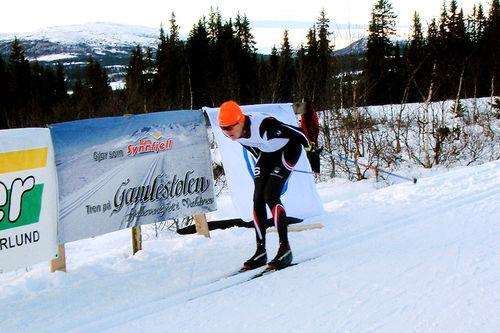 Vinjar Skogsholm på vei inn til seier i Synnfjellrennet forrige sesong. Arrangørfoto.