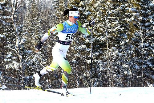 Marit Bjørgen på vei mot seier i damenes åpningsrenn, 10 kilometer i klassisk stil, under sesongåpningen på Beitostølen 2017. Foto: Erik Borg.