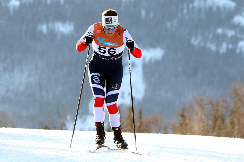 Tiril Udnes Weng er først ut av de norske damene med startnummer 5. Foto: Erik Borg.